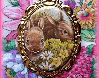 Rabbit Precious Porcelain BUNNY RABBITS & Daisy Flowers CAMEO Costume Jewelry Goldtone Pin Brooch Pendant for Easter