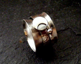 Silver Spinner Ring Moon with hammered band Crescent moon meditation ring