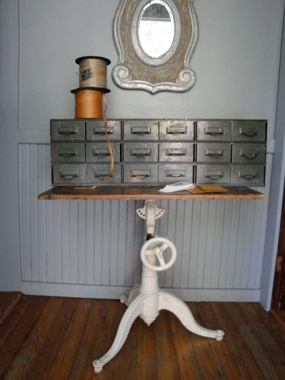 table dessin industriel vintage en fonte lire liste. Black Bedroom Furniture Sets. Home Design Ideas