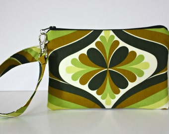 Retro Zip and Go Wristlet