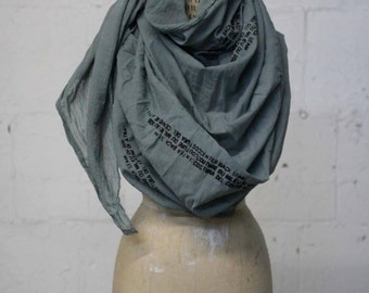 041 gray cotton text scarf