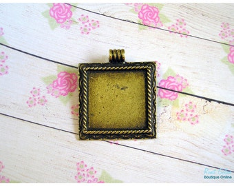 Square brass blank pendant setting, antique bronze plated, for 28x28 mm cabochon, rustic, oxidized, engraved emphasized frame, roped edges