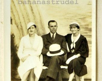 1940s Vintage Photograph / Antique Photograph. Niagara a Trois