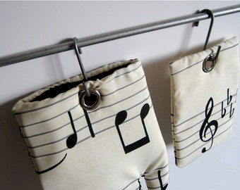 the MUSIC NOTES magnet set for Music Lovers Oven Mitt and Pot Holder