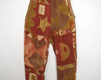 Vintage 1980s brown beige and green high-waisted carot pants with geometric print small S