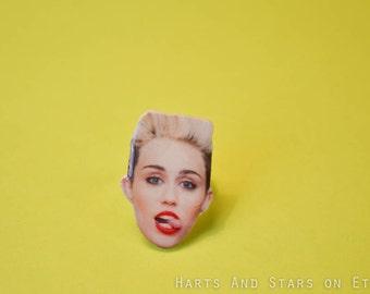 Miley Cyrus Tongue Adjustable Face Ring
