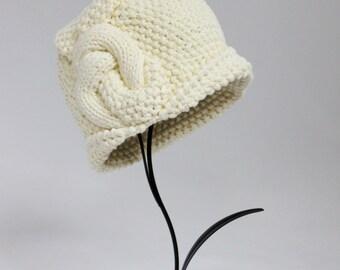Knitted Cloche Bio Cotton Hat Color Ivory Cream Art Deco Hat Winter Cloche