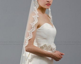 Mantilla bridal wedding veil ivory 50x50 fingertip alencon lace