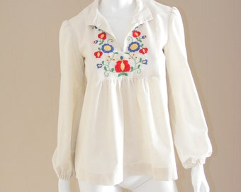 Vintage Mexican hand embroidered blouse 1960s. Bright floral folk embroidery, cream cotton top, poet sleeves, pleated bodice.