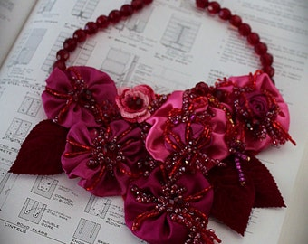 PINKS Pink Red Orange Floral Bib Necklace