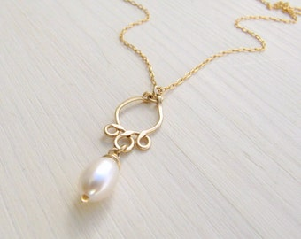 Minimalist gold necklace. Pearl drop necklace. Gold pearl necklace. Wedding jewelry. Bridal gift.
