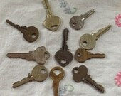 15 Vintage Keys Brass Other Metal Supply Lot Steampunk Wedding Display Vintage Car Display