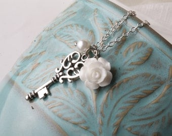 Vintage key necklace - white rose necklace - vintage style necklace - short necklace -white and silver - shabby chic - bridesmaid jewelry