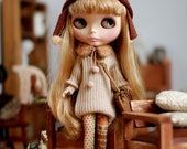 Miss yo hand-knitted Round Neckline Long Sweater for Blythe doll - doll outfit - Beige