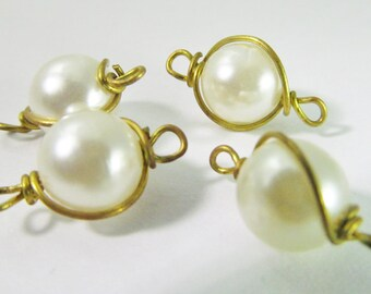 16 Vintage 8mm White Faux Pearl and Brass Connectors Con154