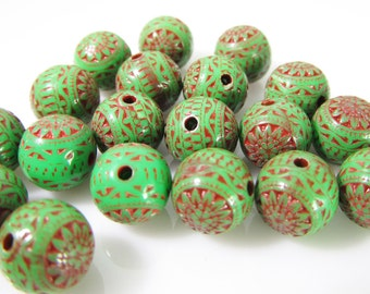 20 Vintage 8mm Green and Red Carved Lucite Beads Bd1063