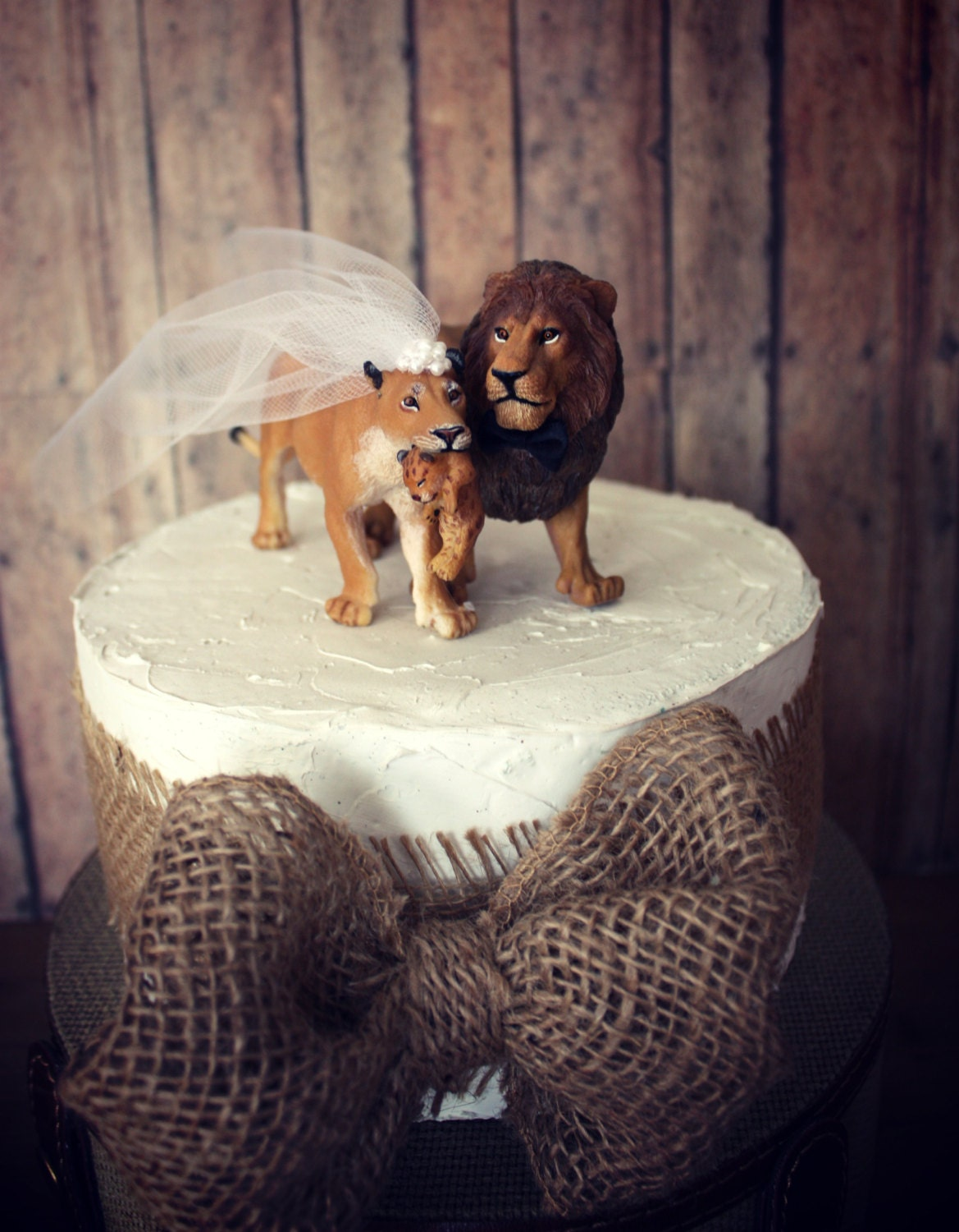 Lion and lioness wedding cake topper family wedding cake