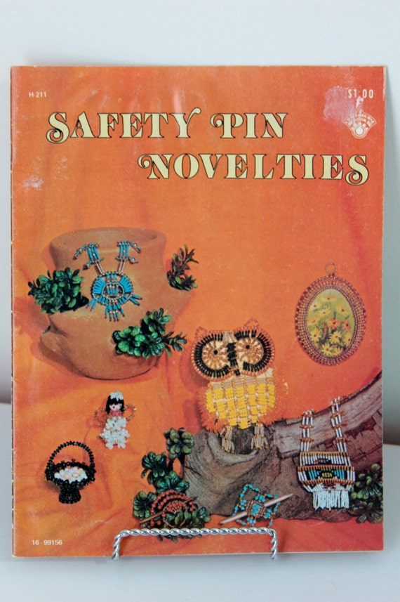 Safety pin craft book safety pin novelties for Safety pins for crafts