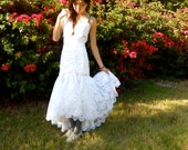 SALE Beautiful Vintage White Lace Mermaid Wedding Dress S with Bow
