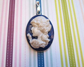Flower Girl Cameo Pendant