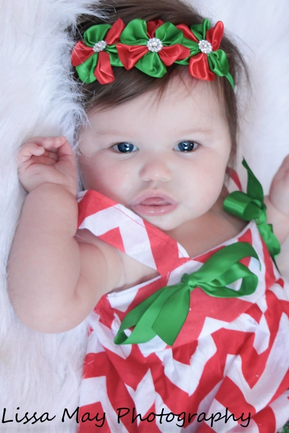 Headbands look cute on babies. Their beauty is enhanced by them. Headbands are of funky colors and they suit the adorable faces of girls. Today I'm showcasing 20 cute & amazing Christmas headbands for baby girls & kids.