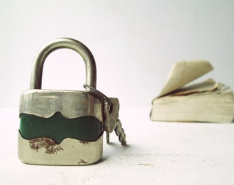 Vintage retro green padlock miniature lock and key -  (II) - Green