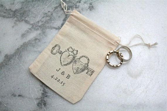 Personalized muslin wedding ring bag.  Rustic ring pillow alternative, ring warming ceremony. Heart locket with initials and date.