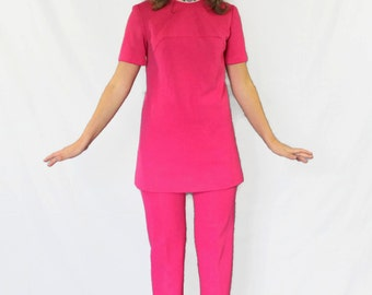 60s Mod Pant Suit. Women's Pant Suit. Fuchsia 2 Piece Set. Hot Pink Trousers Suit. Mad Men Fashion. Magenta Suit. Spring fashion