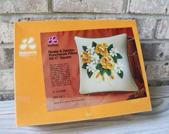 """Lee Wards roses and daisies punchwork pillow kit 17"""" new in box"""