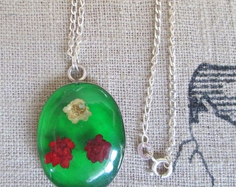 Green cameo necklace, red white green flower choker necklace, silver flower choker necklace, retro cameo choker, best friend jewelry gifts