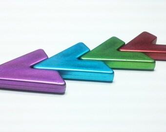 2PCS Metallic Chevron V Triangle Acrylic Bead