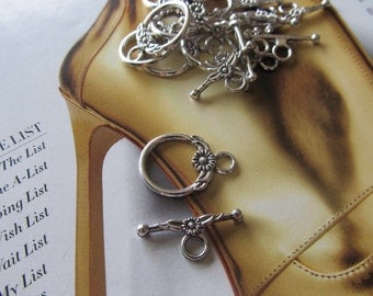 Silver Pewter Toggle Clasp, Silver Flower and Leaf Toggle Clasp, Oxidized Silver Daisy Clasp, Lightweight Silver Toggle Clasp, 10 Sets