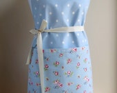 Women's shabby chic, vintage style adustable D-ring apron blue spots and florals