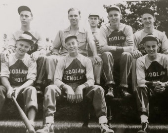 Original 1940's Chicago Woodlawn Demolay Baseball Team Snapshot Photo - Free Shipping