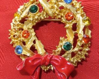 Festive 1970's ART Rhinestone Christmas Wreath Brooch Pin Gold Tone - Free Shipping