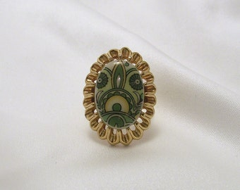 Super Mod Green Psychedelic Patterned Adjustable Cameo Ring in Goldtone