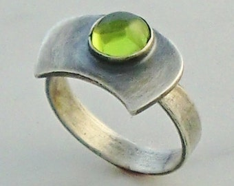 Fine Jewelry Handmade Oxidized Sterling Silver Ring with 1.33ct Peridot Cabochon