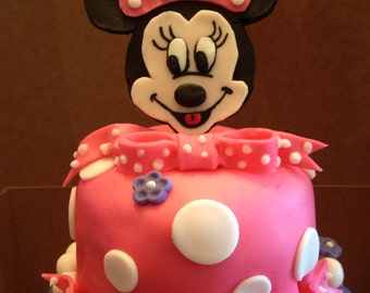 Fondant Minnie Mouse cake topper