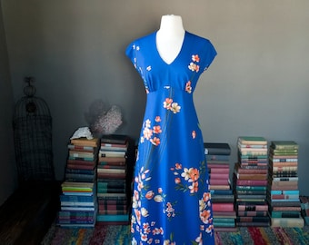 Vintage Hawaiian vacation bold floral print MAXI DRESS / beach resort dress