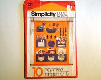 Simplicity House / maison 121 Pattern UNCUT for 10 Organizers / rangements. Sewing, Nursery, Travel, Closet, Bedside, Kitchen, Shower
