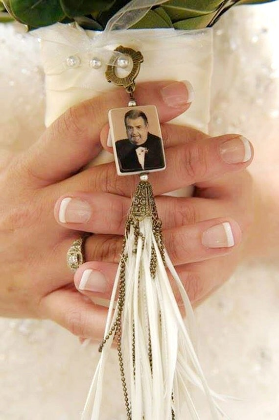 Vintage Style Bridal Bouquet Photo Memorial Charm with Goose Feathers - Medium - BC2Fa