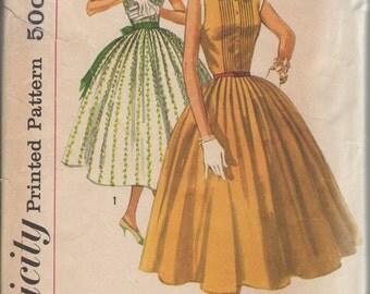 Bust 33-1950's Junior Misses' Dress Simplicity 2033 Sz 13