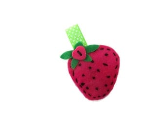 Strawberry Brooch.  Womens accessory. Red Brooch. Summer Brooch.  Jacket Pin.  Wimbledon brooch.  Brooch. Handmade in the Lincolnshire Fens.