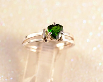 Green Parallel - Chrome Diopside gemstone ring