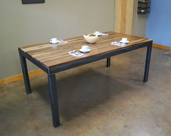 Kraftig Dining Table