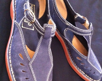 Vintage Navy Blue T Strap Mary Janes by Capezio sz 6