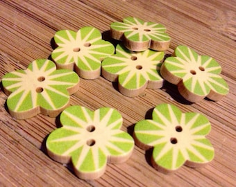 10x Wooden Green Flower BUTTONS 17x17 mm - Code 88091