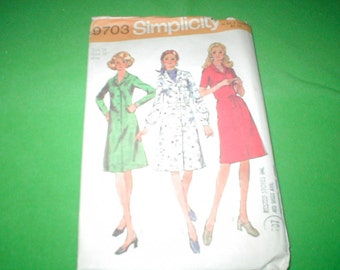 Vintage Simplicity Pattern Dress with 3 styles of sleeve 1970s