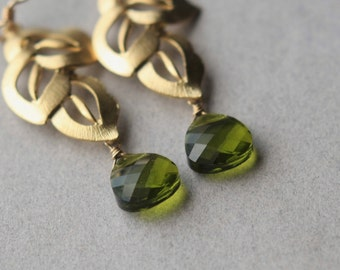 Green Crystal Earrings, Faceted Briolette Earrings, Gold Leaf Earrings, Nature Jewelry, Crystal Briolette Earrings, Gold Dangle Earrings