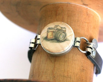 Photographer Gift, Gift for Wedding Photographer, Camera Bracelet, Retro Camera Art Bracelet, Personalized Initial, Custom Size, Recycled